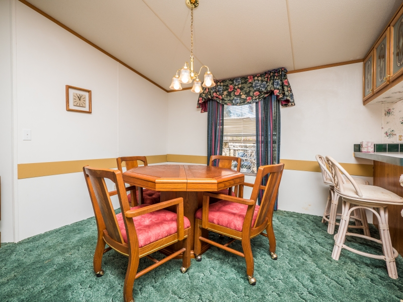9515 NE 107th Court Salt Springs,FL 32134-Dinning room