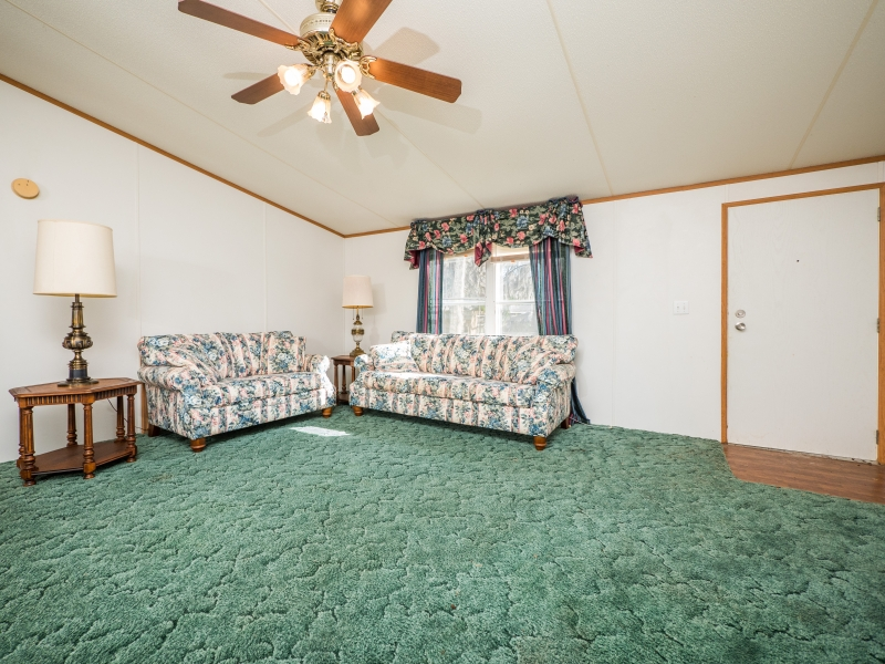 9515 NE 107th Court Salt Springs,FL 32134-Living room 2