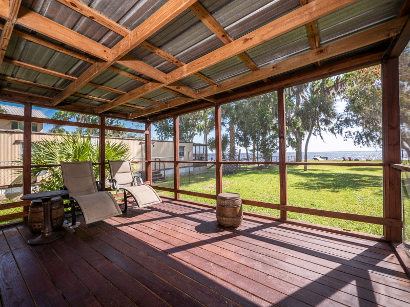 9515-NE-307-Court-Salt-Springs-Interior-Back-Patio-2