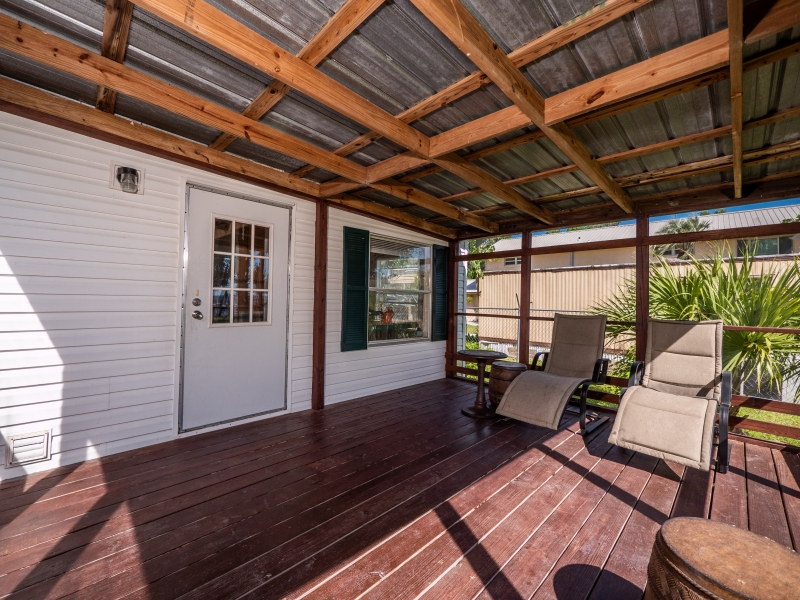 9515-NE-307-Court-Salt-Springs-Interior-Back-patio-3