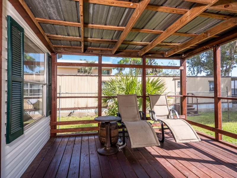 9515-NE-307-Court-Salt-Springs-Interior-Back-patio