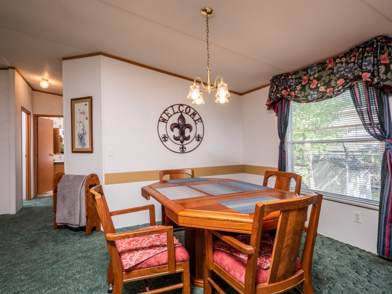9515-NE-307-Court-Salt-Springs-Interior-Dining-room