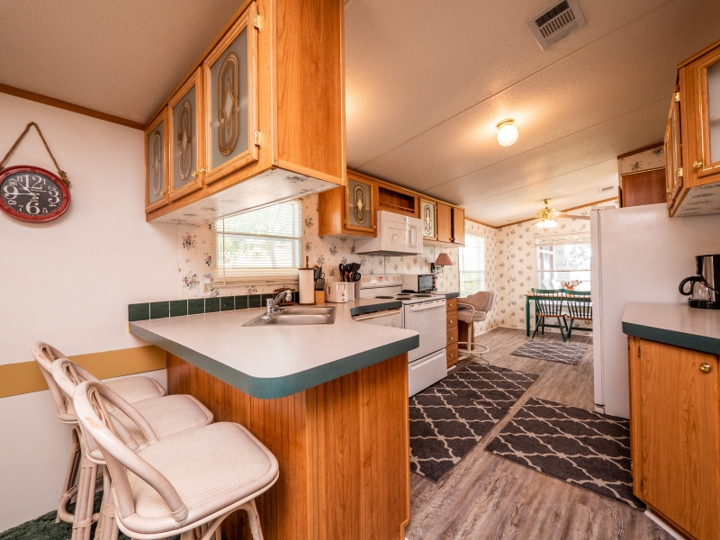 9515-NE-307-Court-Salt-Springs-Interior-Kitchen-3