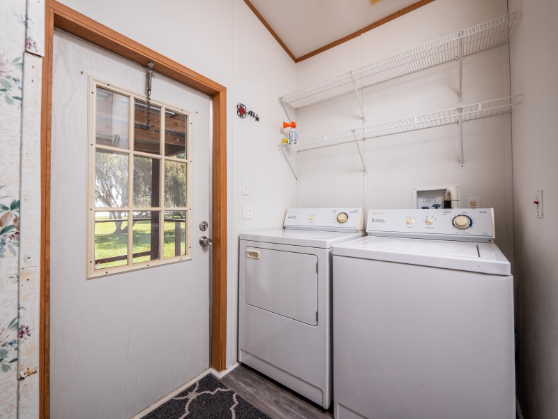 9515-NE-307-Court-Salt-Springs-Interior-Laundry-room