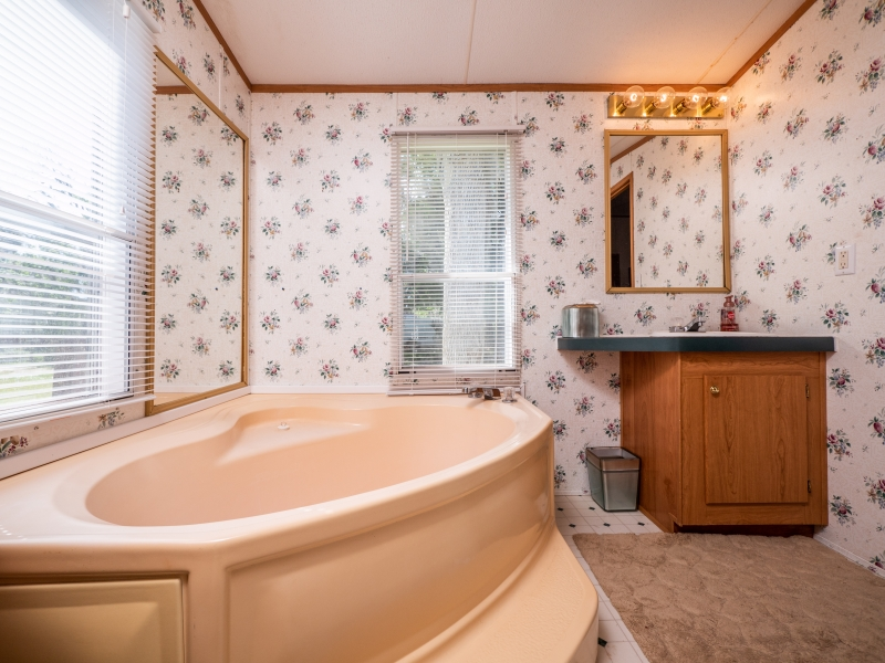 9515-NE-307-Court-Salt-Springs-Interior-Master-Bathroom-1