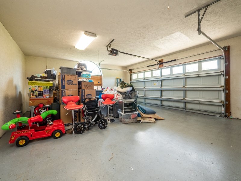 6962-NE-61st-Ave-Rd-Silver-Springs-FL-Interior-Garage