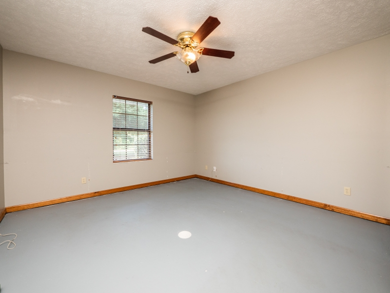 6962-NE-61st-Ave-Rd-Silver-Springs-FL-Interior-Guest-Bedroom-2