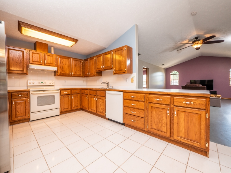 6962-NE-61st-Ave-Rd-Silver-Springs-FL-Interior-Kitchen-2-