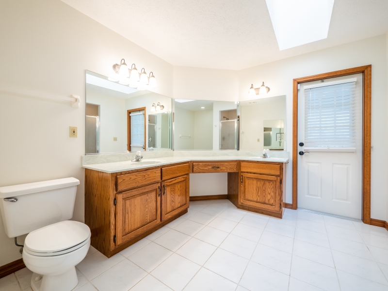6962-NE-61st-Ave-Rd-Silver-Springs-FL-Interior-Master-Bathroom-1