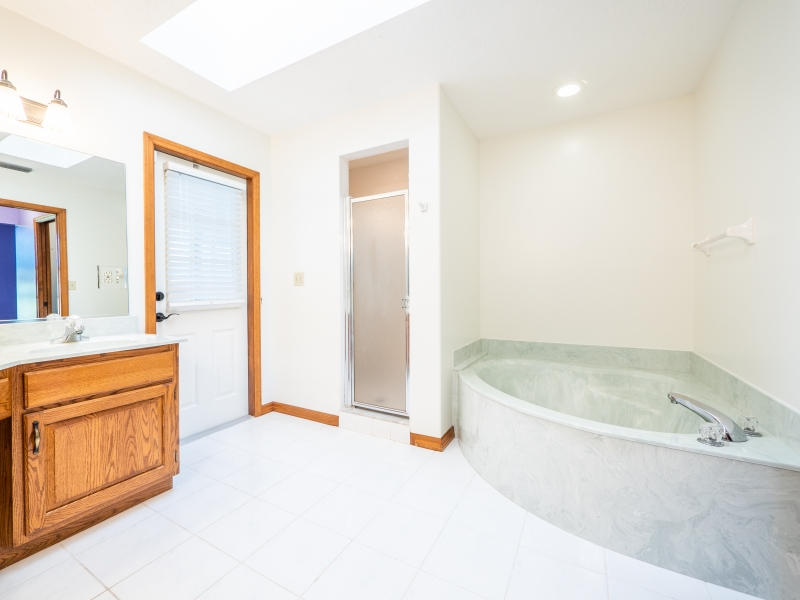 6962-NE-61st-Ave-Rd-Silver-Springs-FL-Interior-Master-Bathroom-2