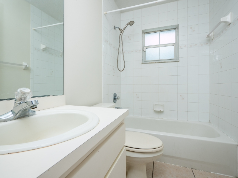 8-Teak-Rd-Ocala-FL-Interior-Guest-Bathroom-