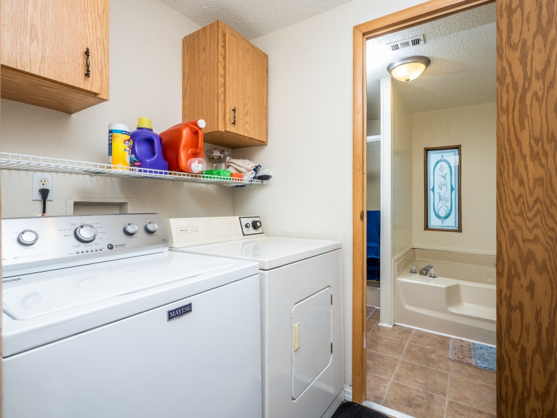22511-NE-105th-Ave-Rd-Interior-Laundry-Room-