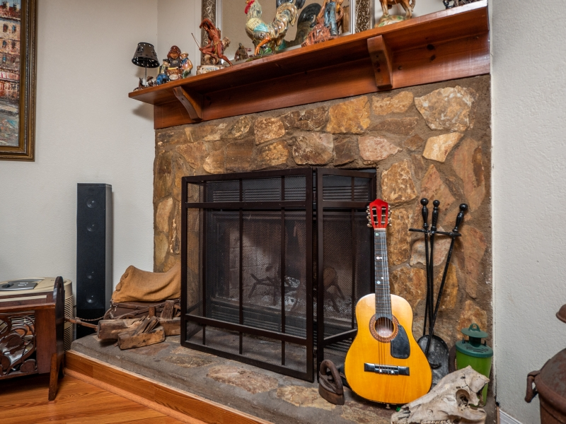 22511-NE-105th-Ave-Rd-Interior-Living-Room-4-Fire-Place-