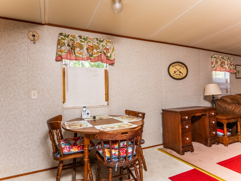 7121-NE-132nd-Pl-Citra-FL-Interior-Breakfast-Area-