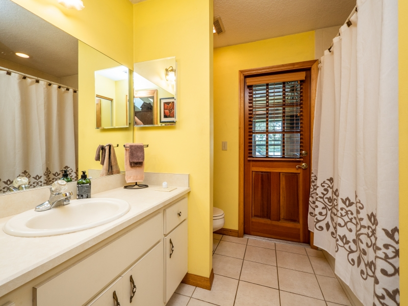 10091-NE-211-Place-Interior-Guest-Bathroom-