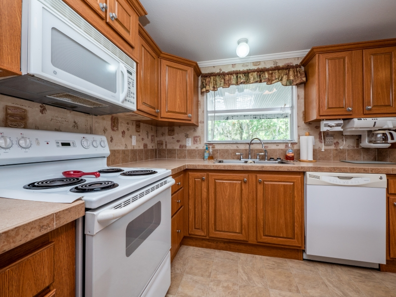 23561-NE-134th-Ln-Rd-Interior-Kitchen-4