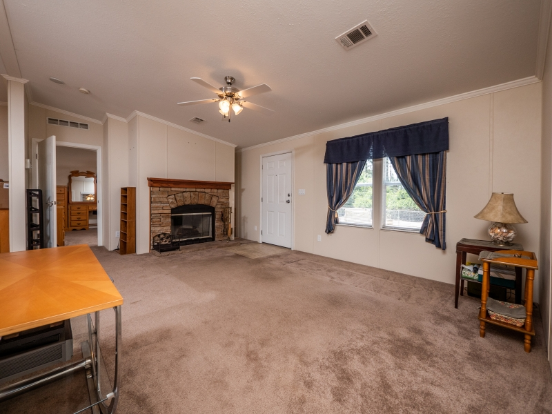 23561-NE-134th-Ln-Rd-Interior-Living-Room-3