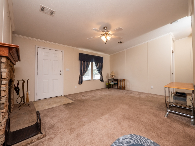 23561-NE-134th-Ln-Rd-Interior-Living-Room-4