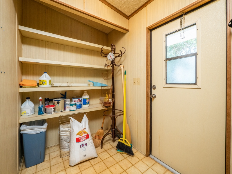 13711-NE-247th-Ct-Interior-Mud-Room