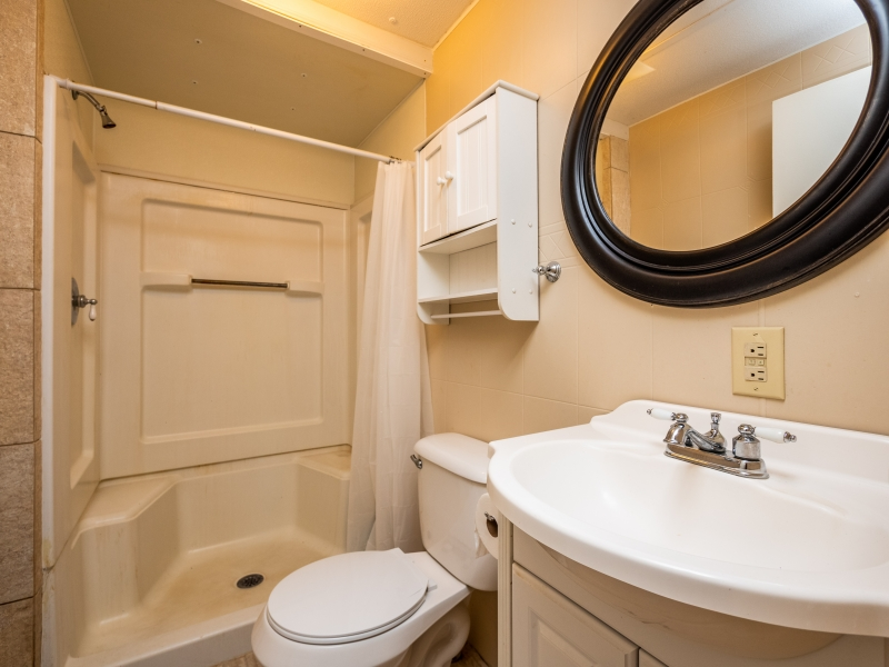 15230-NE-150th-PL-Fort-McCoy-Interior-Guest-Bathroom
