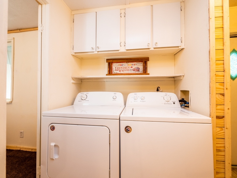 15230-NE-150th-PL-Fort-McCoy-Interior-Laundry-room