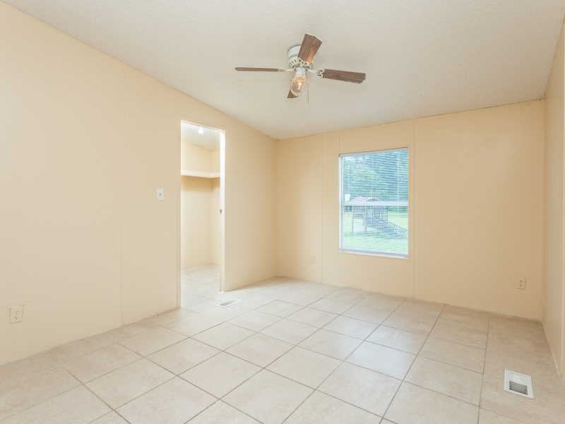 12135-NE-227th-Pl-Interior-2nd-Guest-bedroom-