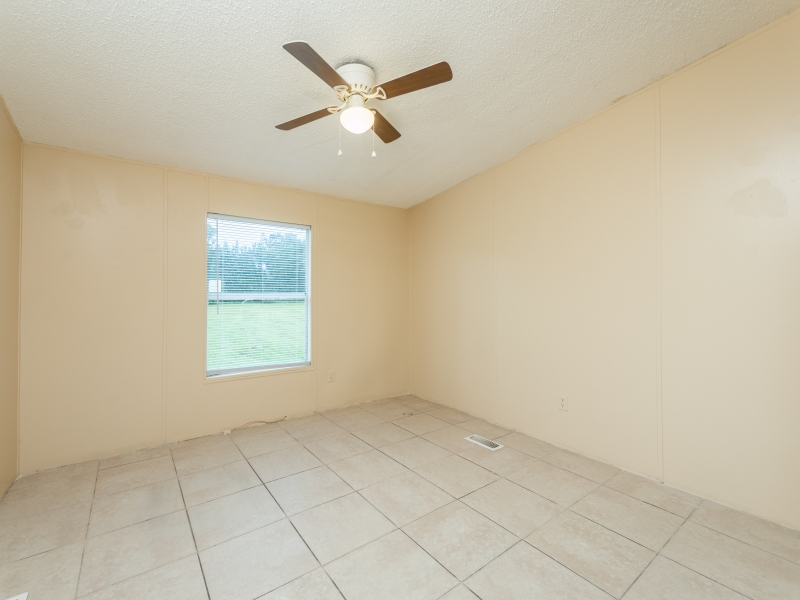 12135-NE-227th-Pl-Interior-3rd-Guest-bedroom-