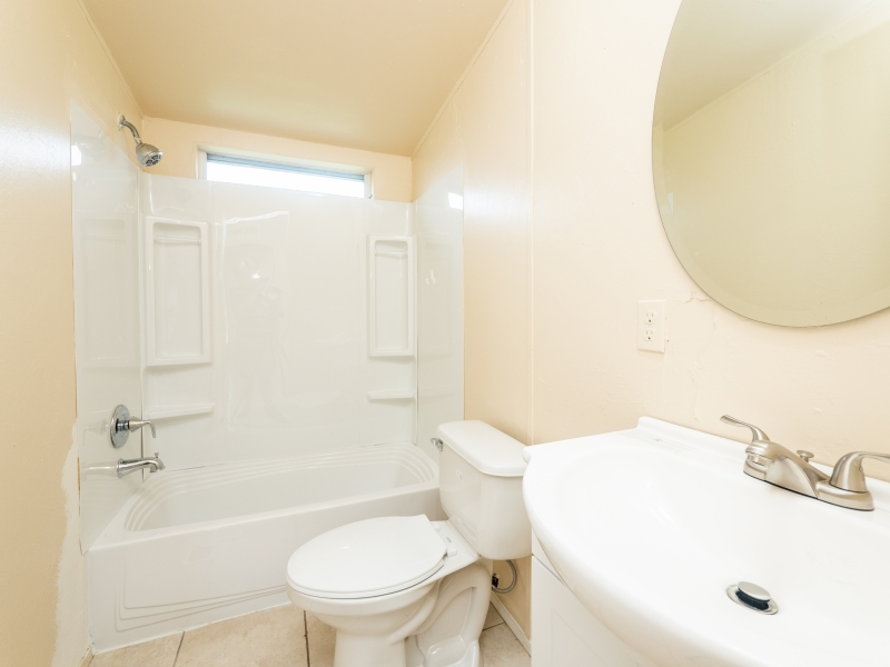12135-NE-227th-Pl-Interior-Guest-Bathroom