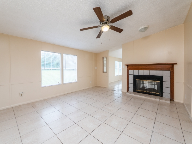 12135-NE-227th-Pl-Interior-Living-Room-4
