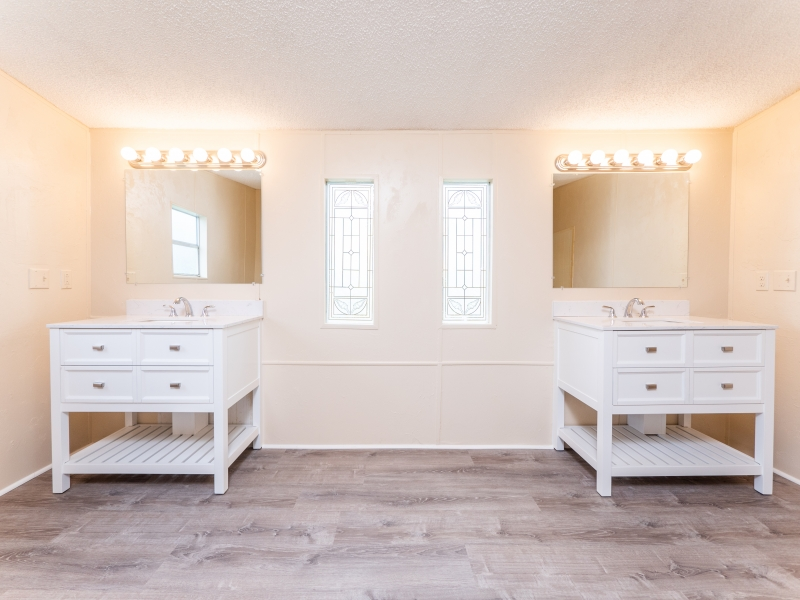 12135-NE-227th-Pl-Interior-Master-Bathroom-1