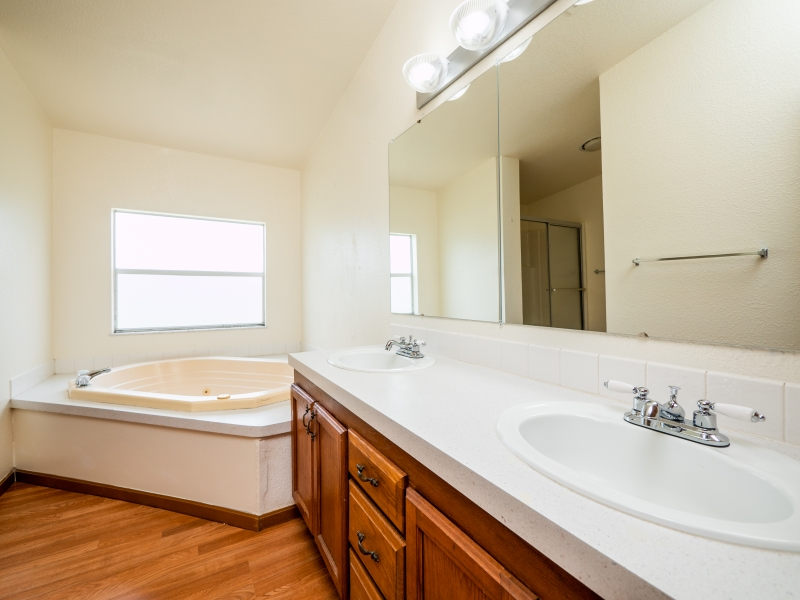 12150-NE-230th-St-Fort-McCoy-Interior-Master-Bathroom-