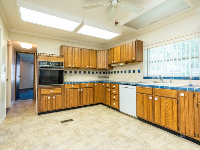 15030-NE-85th-Place-Silver-Springs-FL-Interior-Kitchen-4-