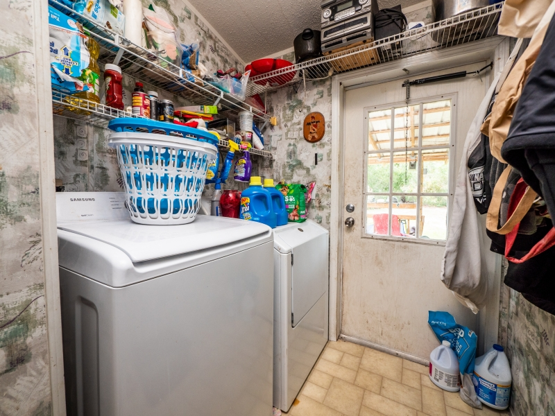 15670-NE-236th-St-Interior-Laundry-Room