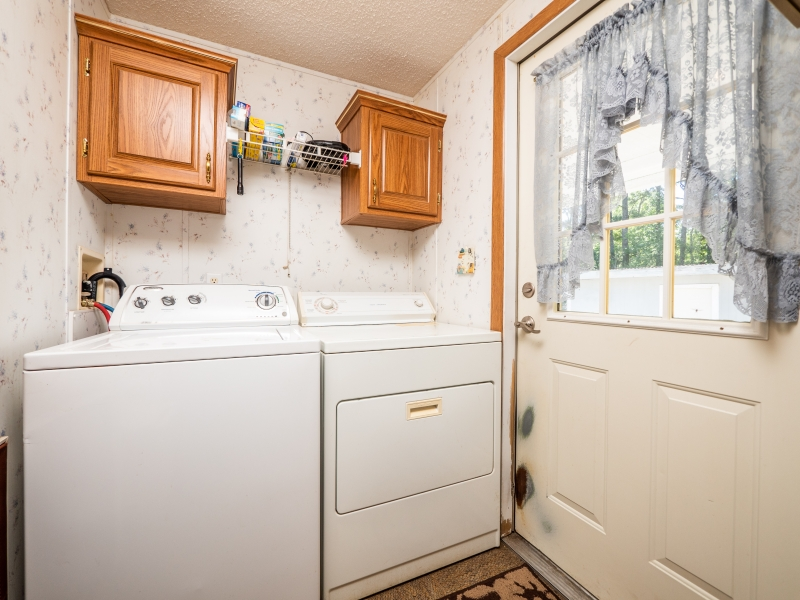 101-Ross-Road-Satsuma-FL-Interior-Laundry-Room-