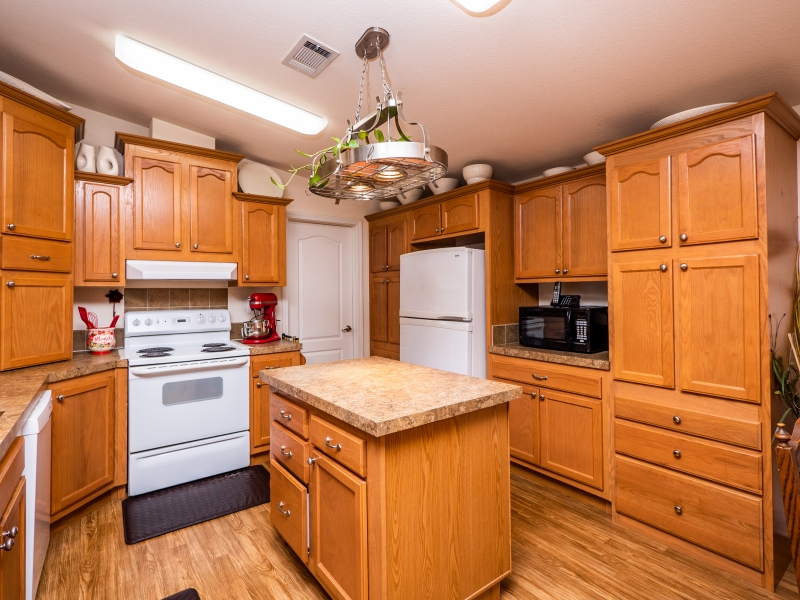 15190-NE-242nd-Terrace-Fort-McCoy-Interior-Kitchen-2