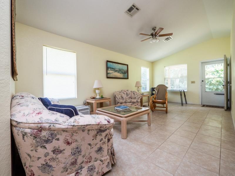 15126-NE-35-Ave-Rd-Interior-Living-Room-2
