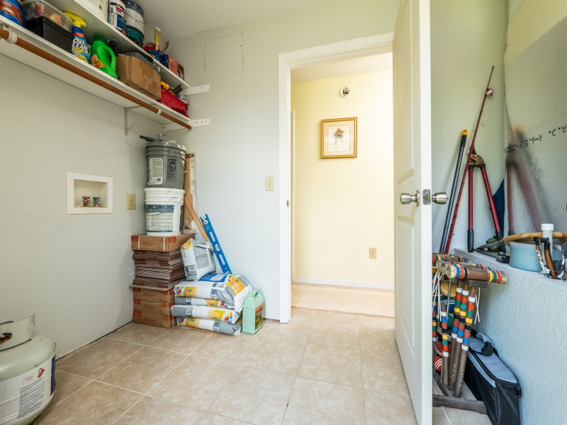 15126-NE-35-Ave-Rd-Interior-Mud-Room-