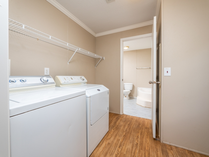 13240-NE-247-Court-Salt-Springs-Interior-Laundry-Room