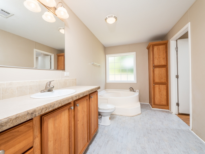 13240-NE-247-Court-Salt-Springs-Interior-Master-Bathroom
