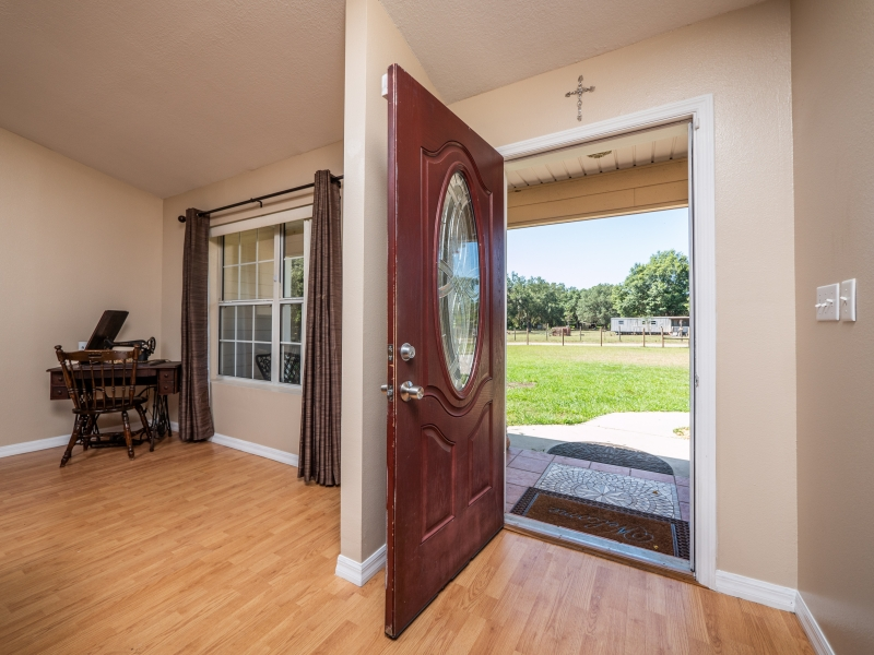 7101-NE-192nd-Place-Interior-Front-door-