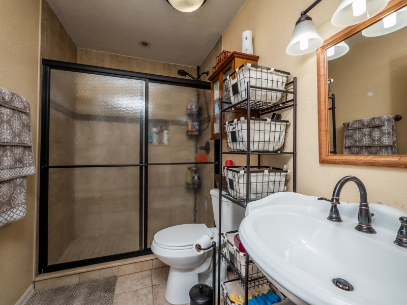 7101-NE-192nd-Place-Interior-Guest-bathroom-