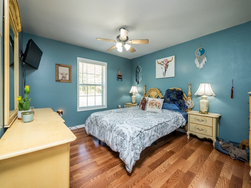 7101-NE-192nd-Place-Interior-Guest-bedroom-1-